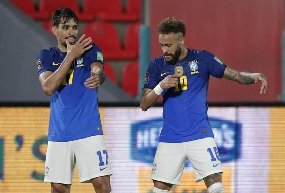 Argentina lại hòa phút cuối, Brazil vẫn thắng tuyệt đối ảnh 1