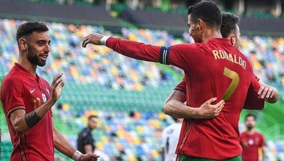 Các ngôi sao kỳ vọng Cristiano Ronaldo và Bruno Fernandes đều cùng giúp nhau ghi bàn cho Bồ Đào Nha.