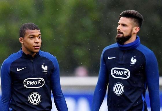 Kylian Mbappe sẽ gát lại mối bất hòa với Olivier Giroud để tập trung cho Euro 2020.