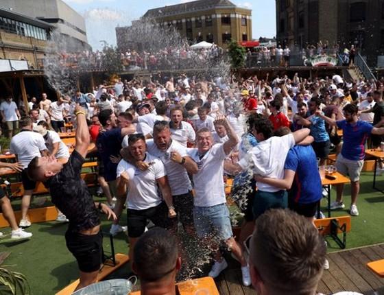 Sân Wembley sẽ sớm được đón tiếp 40.000 khán giả ảnh 2