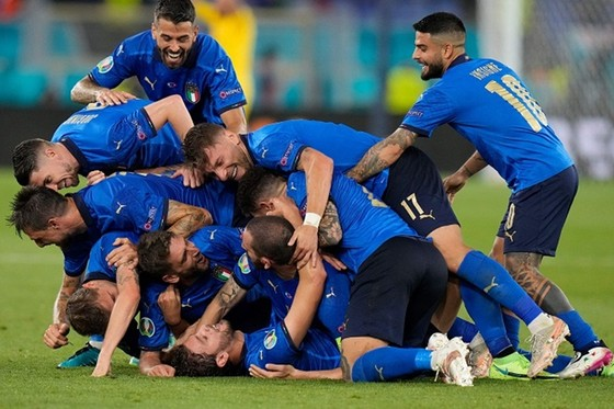 Italy - Thụy Sĩ 3-0: Azzurri ung dung giành vé đầu tiên vào vòng knock-out ảnh 2