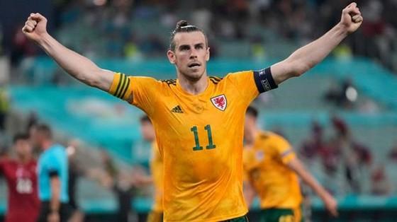 Gareth Bale đầy tự tin sau khi cùng Xứ Wales đánh bại Thổ Nhĩ Kỳ. Ảnh: Getty Images