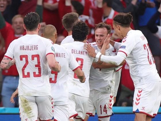 """Nga - Đan Mạch 1-4: """"Lính chì"""" lách qua khe cửa hẹp ảnh 1"""