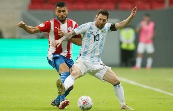 Lionel Messi cân bằng kỷ lục 147 lần khoác áo đội tuyển quốc gia.