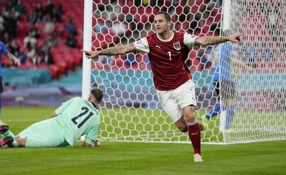 Italy - Áo 0-0 (hiệp phụ 2-1): Dự bị lập công, Azzurri giành vé tứ kết nghẹt thở ảnh 1