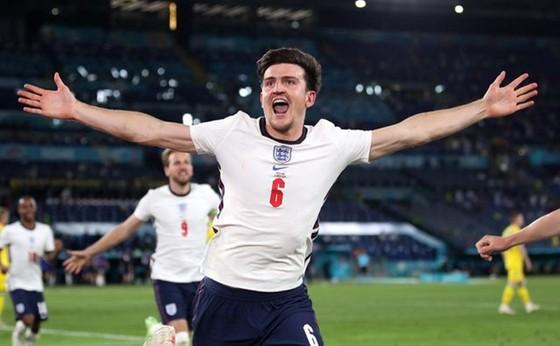 Harry Maguire phấn khích khi ghi bàn trong trận thắng Ukraine 4-0 ở tứ kết. Ảnh: Getty Images