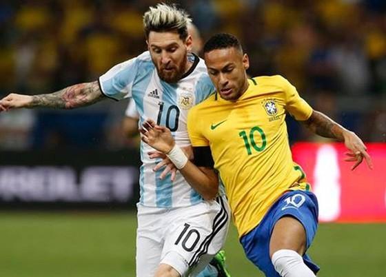Người hâm mộ chờ đợi bởi màn so tài giữa Neymar và Lionel Messi.