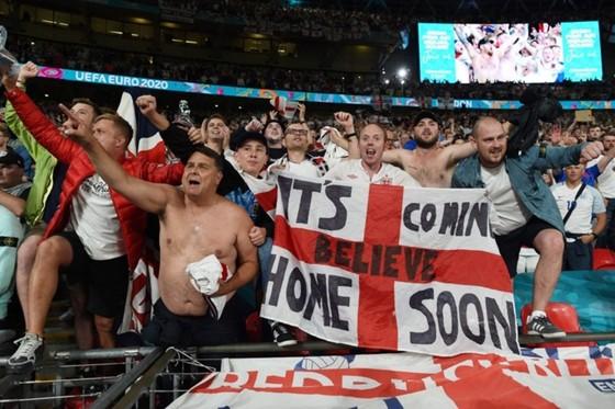 """Trước trận chung kết Euro 2020: Vé """"chợ đen"""" tăng… 5 con số, Chính phủ Anh không tăng công suất sân ảnh 1"""