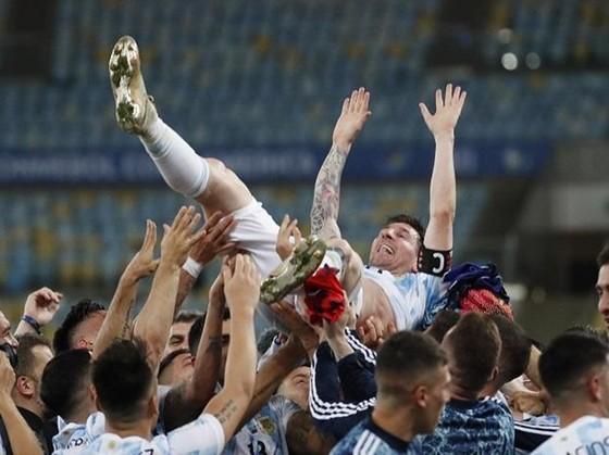 Copa America 2021: Argentina giải cơn khát 28 năm, Messi có danh hiệu lớn đầu tiên ảnh 2