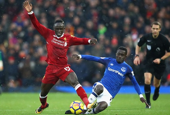 Benitez tự tin giữa cuộc chiến xanh-đỏ ảnh 1