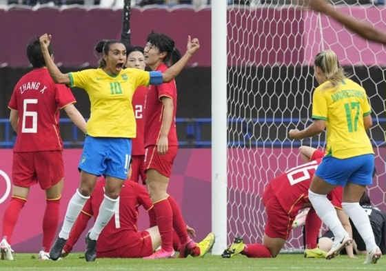 Marta trở thành cầu thủ bóng đá nữ đầu tiên ghi bàn trong 5 kỳ Olympic liên tiếp.