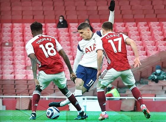 """Cú """"rabona"""" tuyệt đỉnh mùa qua là dấu ấn cuối cùng Erik Lamela có ở Tottenham."""