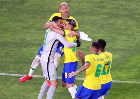 Thủ môn Santos của Brazil đã xuất sắc trong màn đấu luân lưu cân não.