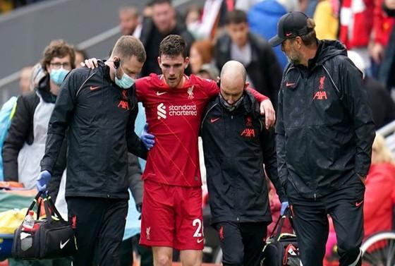 HLV Jurgen Klopp quan tâm đến tình hình chấn thương của Andy Robertson. Ảnh: Getty Images