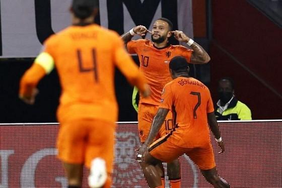 Memphis Depay tiếp tục tỏa sáng trong vài trò thủ lĩnh ở tuyển Hà Lan.