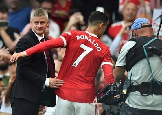 HLV Ole Gunnar Solskjaer khẳng định Cristiano Ronaldo không thể chơi mọi trận đấu. Ảnh: Getty Images