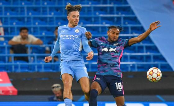 CĐV Man.City bất ngờ phản ứng mạnh với HLV Guardiola ảnh 1