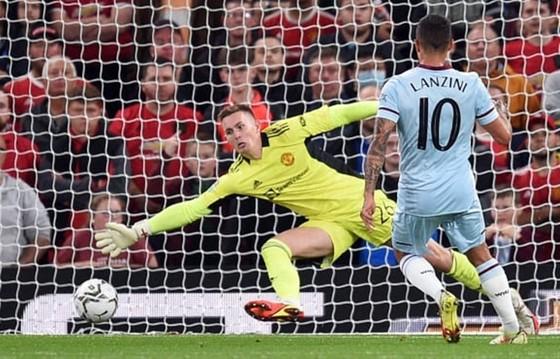Manuel Lanzini hạ gục thủ môn Dean Henderson ghi bàn duy nhất cho West Ham.