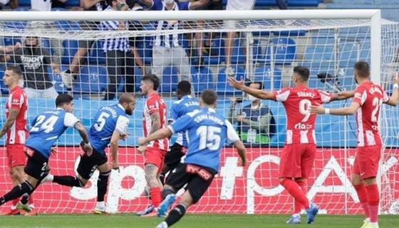 Thành Madrid hứng chịu những cú sốc ảnh 1
