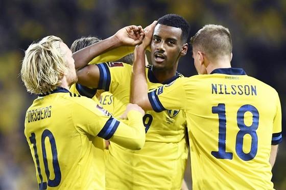 Alexander Isak tiếp tục tỏa sáng giúp Thụy Điển chiến thắng.