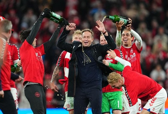 Đan Mạch trở thành đội thứ 2 vượt qua vòng bảng ảnh 1
