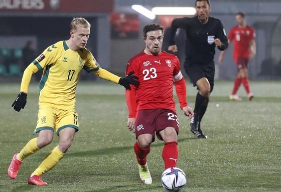Thụy Điển vượt Tây Ban Nha, Thụy Sĩ bắt kịp Italia ảnh 1