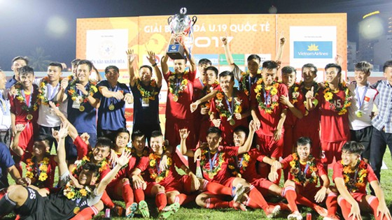 U19 Việt Nam đá ăn ý và thăng hoa khi giành cúp vô địch giải. Ảnh: t.l