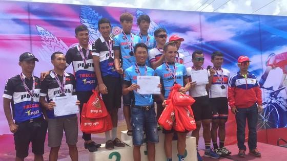 Đội đua Bike Life Đồng Nai (bìa trái) giành khá nhiều giải tại tour đấu Campuchia.            Ảnh: T.L