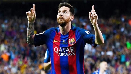 Dù hâm mộ Messi, nhưng những ai khoác chiếc áo như thế này đều bị cấm ở UAE.