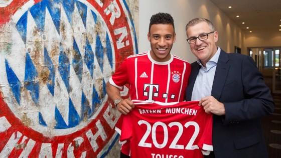 Corentin Tolisso (trái) vừa ký hợp đồng có thời hạn cho đến năm 2022 với Bayern Munich.