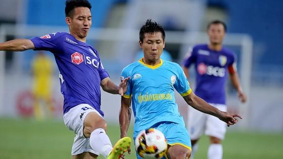 Khánh Hòa đã có 3 điểm trước Hà Nội.            Ảnh: Minh Hoàng