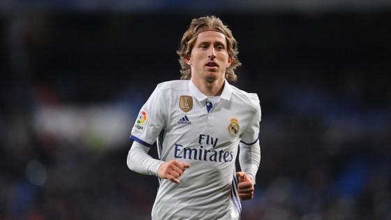 Modric là chủ nhân mới của áo số 10 ở Real.