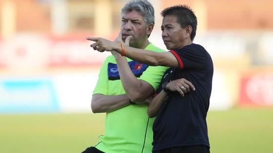 Bộ đôi HLV Hoàng Anh Tuấn (phải) và Giám đốc kỹ thuật Juergen Gede rất cần cho đội tuyển.