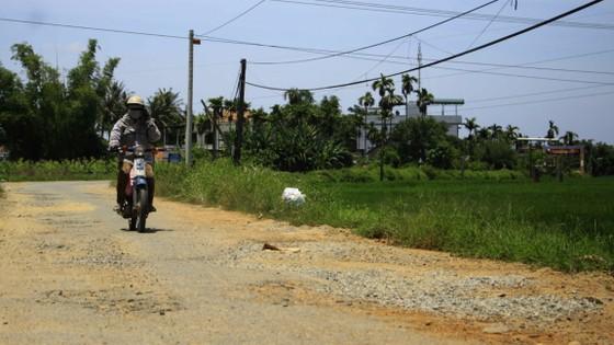 Đường nông thôn tan nát vì xe tải né trạm thu phí ảnh 2