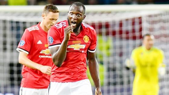 Với Matic (trái) và Lukaku, hiện Man.United chỉ còn chờ Pogba tỏa sáng