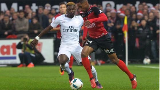 PSG (trái) nên cẩn trọng với Guingamp.