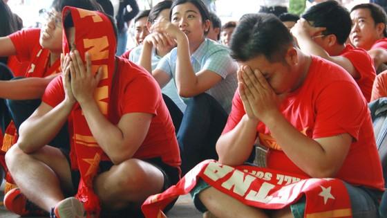 Nỗi thất vọng của người hâm mộ Việt Nam sau thất bại thảm hại của thầy trò Hữu Thắng