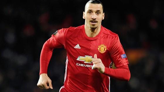 Zlatan Ibrahimovic đã trở lại với màu áo đỏ.