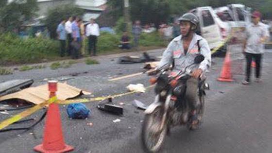 Hai xe khách tông nhau thảm khốc khiến 6 người chết ảnh 1