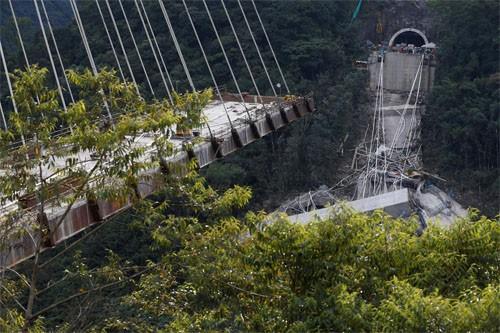Sập cầu đang xây dựng ở Colombia, hàng chục người thiệt mạng ảnh 1