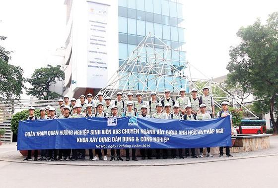 Công ty CP Tập đoàn Xây dựng Hòa Bình tổ chức tham quan công trình cho sinh viên Đại học Xây dựng ảnh 1