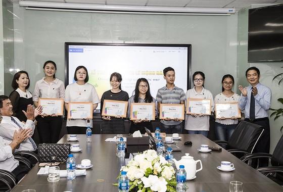 Trao tặng 83 suất học bổng Lê Mộng Đào cho con em nhân viên Tập đoàn Xây dựng Hòa Bình   ảnh 2