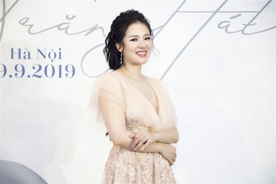 """Ca sĩ Phạm Thùy Dung sẽ biểu diễn cùng Dàn nhạc Giao hưởng Mặt trời trong liveshow """"Trăng hát""""  ảnh 1"""