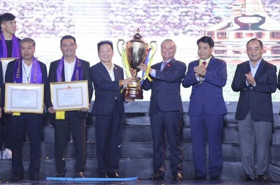 Hà Nội FC dành tặng chức vô địch cho người hâm mộ, đón nhận Huân chương lao động hạng Ba ảnh 2