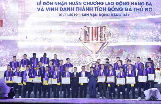 Hà Nội FC dành tặng chức vô địch cho người hâm mộ, đón nhận Huân chương lao động hạng Ba ảnh 3