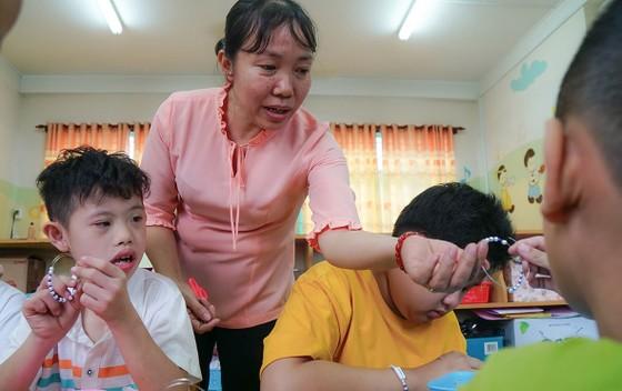 Bài 5 - Giáo viên giáo dục thường xuyên và chuyên biệt: Lặng lẽ kiếp tằm nhả tơ ảnh 1