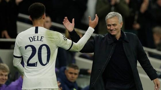 HLV Jose Mourinho trở lại Old Trafford trong tinh thần tươi mới. Ảnh: Getty Images