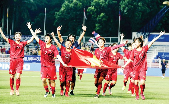 Chung kết bóng đá nữ Việt Nam - Thái Lan 1-0: Xứng danh nữ hoàng SEA Games ảnh 1