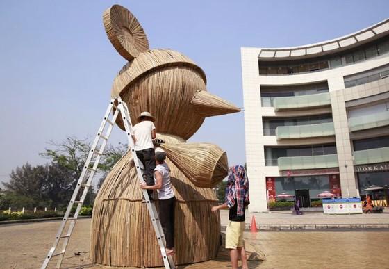 Xuất hiện Chuột Tài Lộc khổng lồ ở Đường xuân Phú Mỹ Hưng ảnh 1