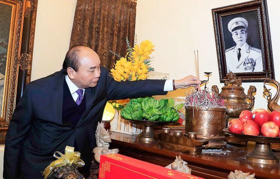 Thủ tướng dâng hương, tưởng nhớ các đồng chí lãnh đạo tiền bối của Đảng, Nhà nước ảnh 2